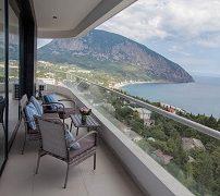отель Крыма с балконом с видом на море