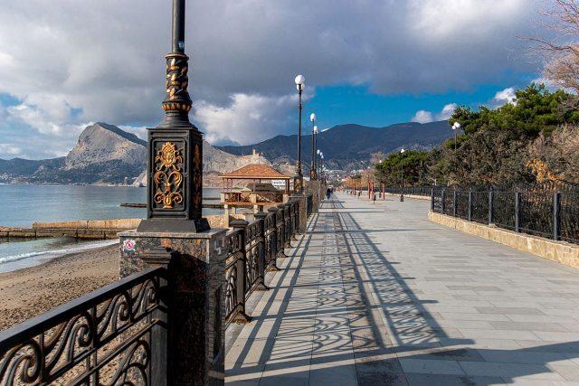 отели и апартаменты Судака с красивым видом на море и горы