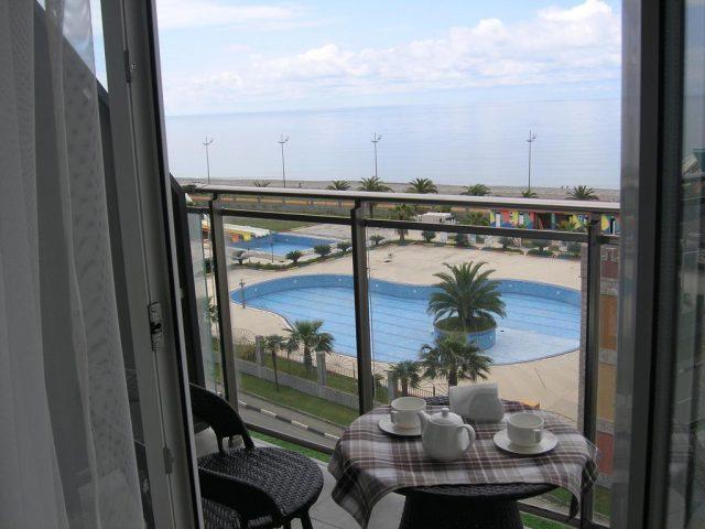 вид на море из апартаментов в Батуми
