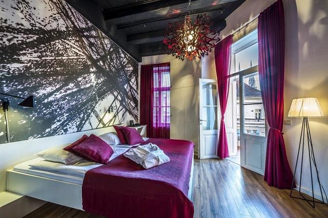 Арт-отель в центре Загреба с красивым видом из окна