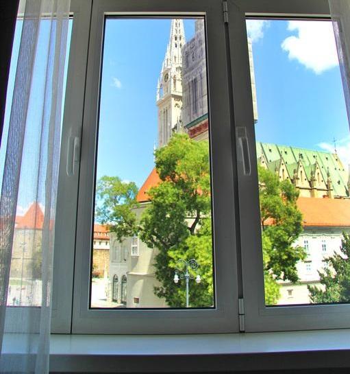 красивый вид на Загреб из окна апартаментов