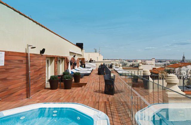 красивый вид на Мадрид с крыши отеля