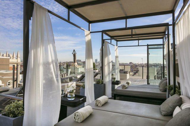 шикарный вид на достопримечательности Мадрида с крыши отеля