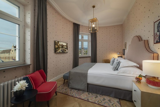 отель в центре Загреба с красивым видом из окна