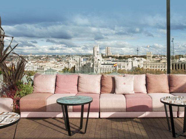 красивый вид с террасы отеля на достопримечательности Мадрида