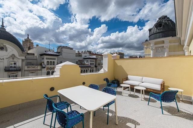 красивый вид террасы отеля на Мадрид
