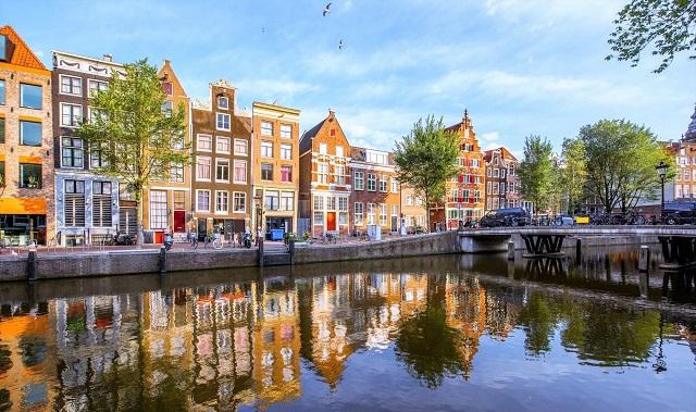 отели Амстердама с красивым видом на город