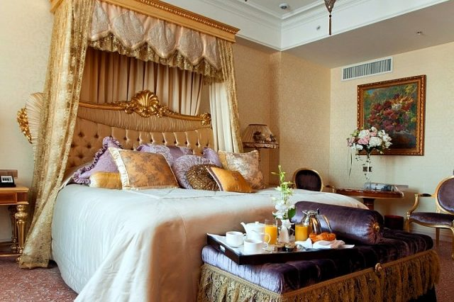 романтический люкс для новобрачных в гостинице Москвы Рэдиссон Ройал