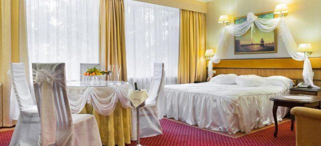 номер для молодоженов в отелях Москвы
