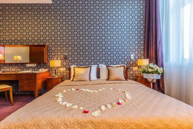 номер для молодоженов в отеле Москвы Райкин Плаза
