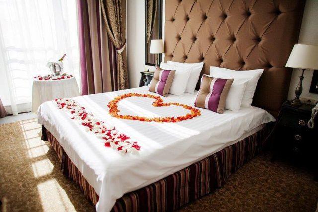 шикарный номер для новобрачных в отеле Москвы