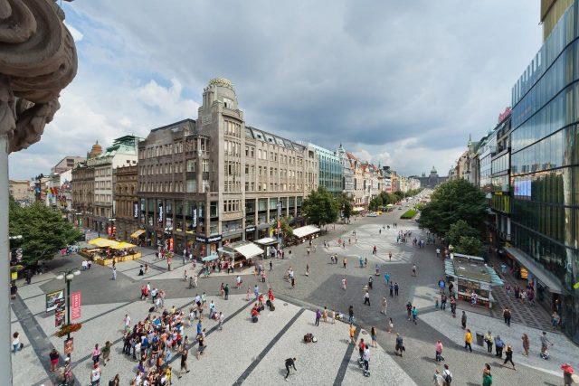 красивый вид на Прагу из окна отеля