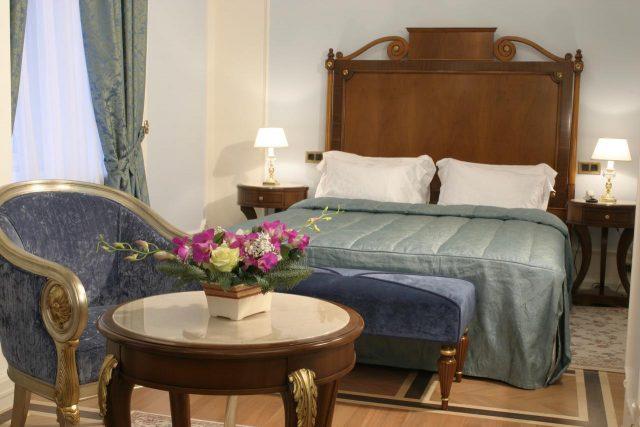 шикарный номер для новобрачных в отеле Савой в Москве