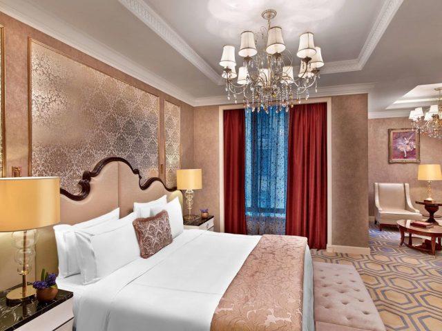 шикарный номер для новобрачных в лучшем отеле Москвы