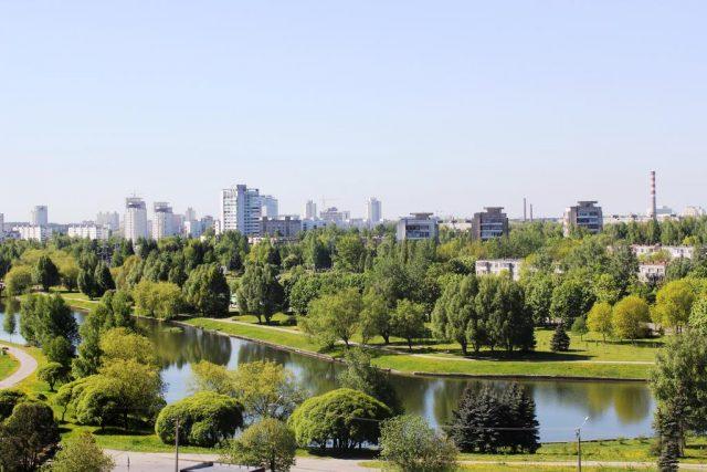 красивый вид на Минск и парковую зону из окон отеля Агат
