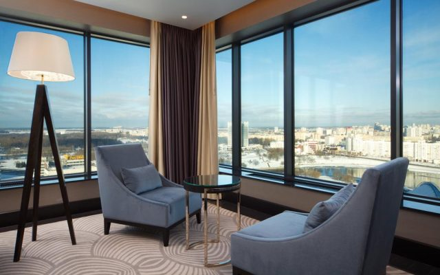 шикарный вид из панорамного окна отеляDoubleTree by Hilton на Минск