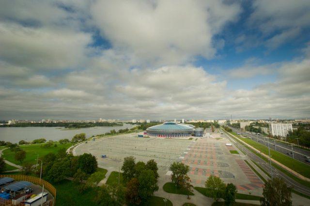 красивый вид на Минск и парковую зону из окон отеля Арена-Минск