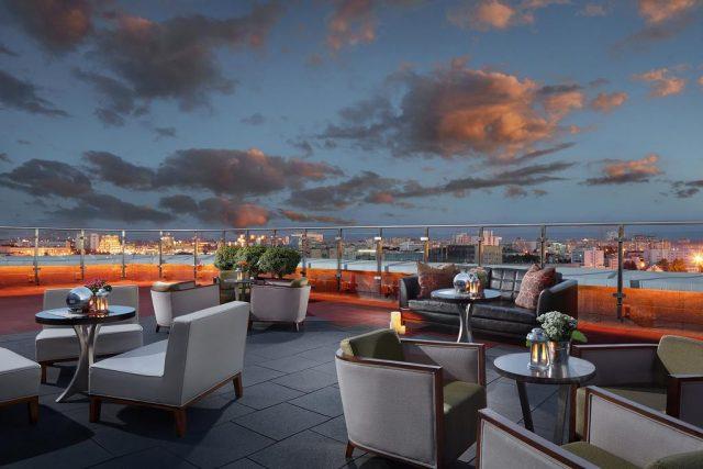 красивый вид с террасы Renaissance Minsk Hotel на Минск