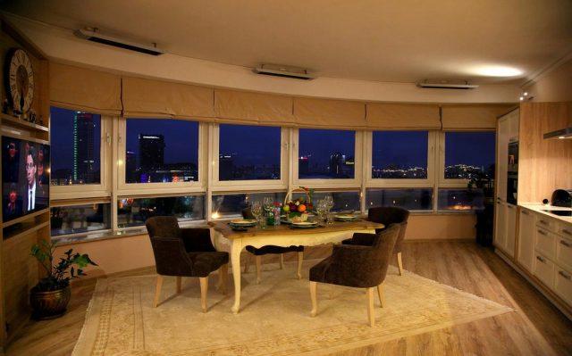 красивый вид на Минск из панорамного окна апартаментов