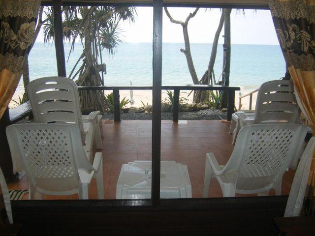отели с красивым видом на море и пляж на острове Ко Ланта Таиланд
