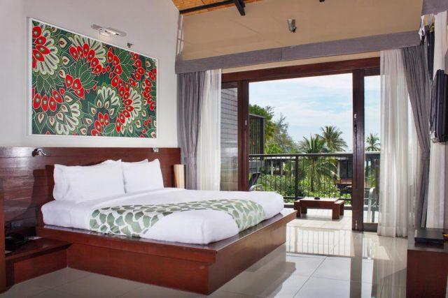 отели Краби с балконом и окном во всю стену с видом на море и тропический сад, Таиланд