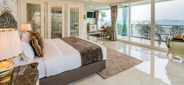 Номер отеля LK Emerald Beach в Паттайе с красивым видом из окна на море