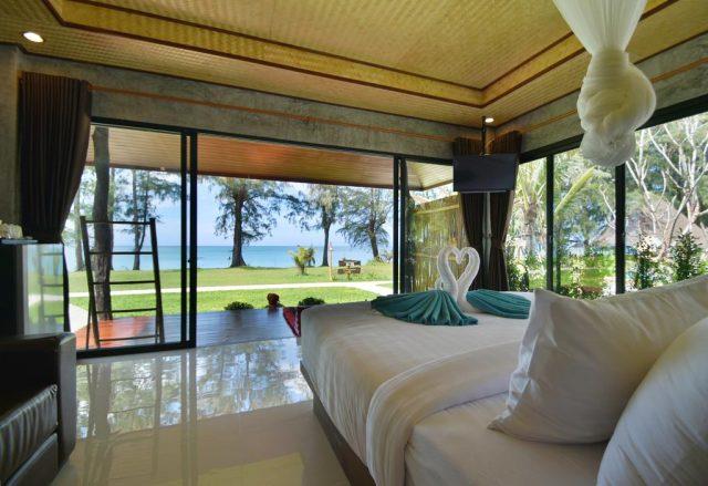бунгало с панорамным видом на море и пляж на острове Ко Ланта в Таиланде