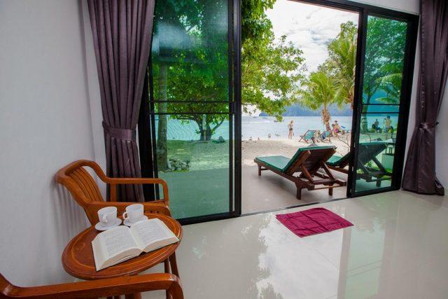 бунгало острова Пхи-Пхи Таиланд с красивым видом на море и пляж