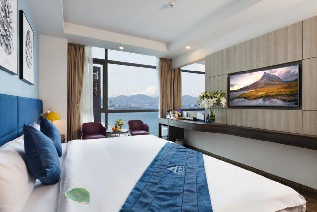 отели Нячанга с красивым видом на море через окно вовсю стену