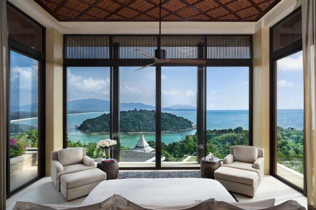 номер в отеле на острове Пхукет с красивым панорамным видом на море