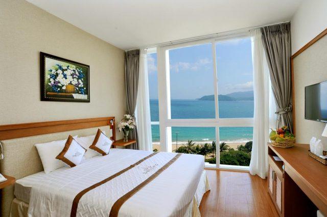 отель Нячанга с прекрасным видом на море и горы через видовое окно