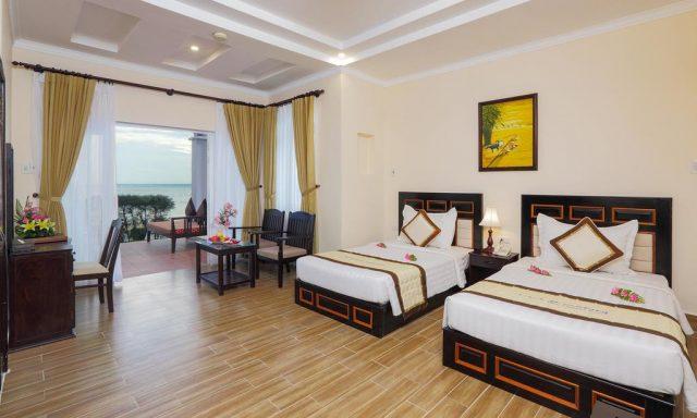 отель в Муйне с прекрасным видом на море через большие окна в пол