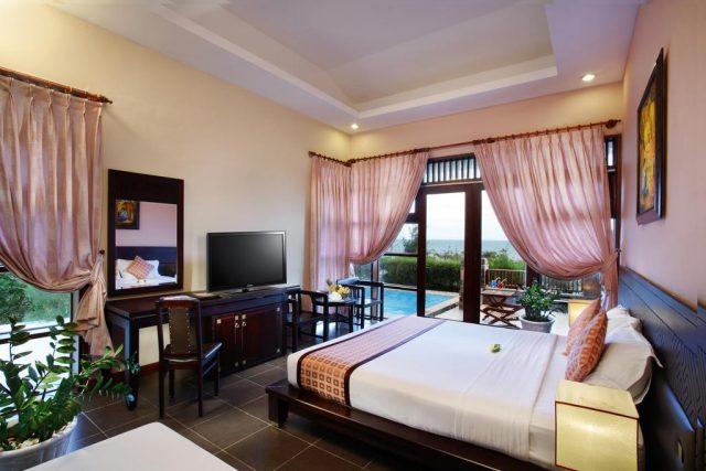 отель в Муйне с окнами во всю стену и красивым видом на пляж