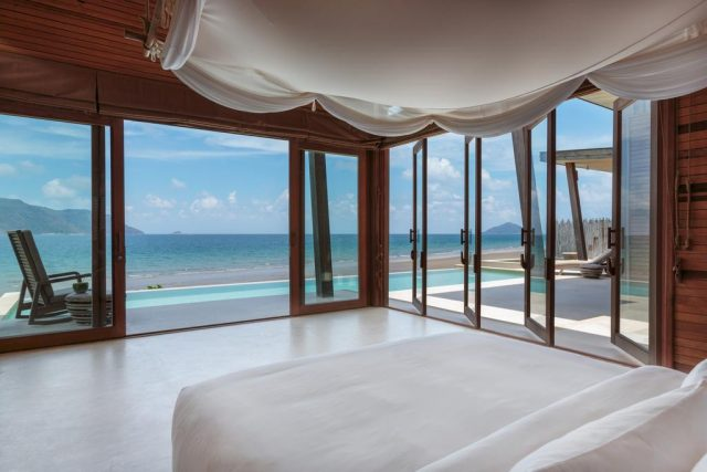шикарный вид на океан из виллы отеля Six Senses Con Dao на острове Кондао