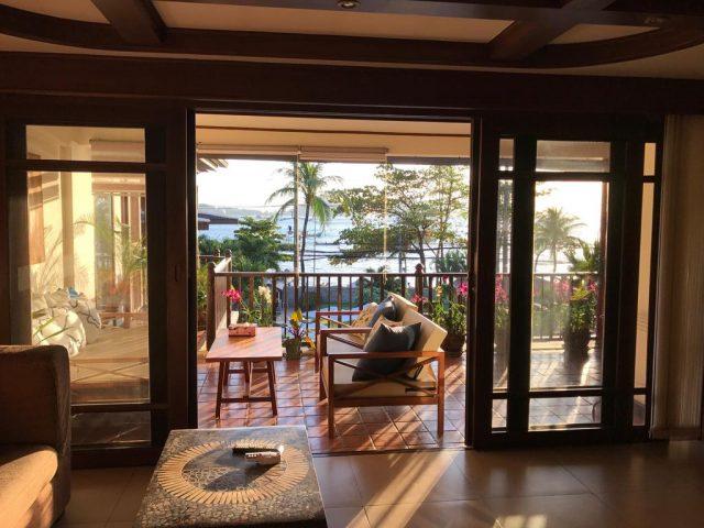красивый вид на море с балкона апартаментов на острове Пхукет