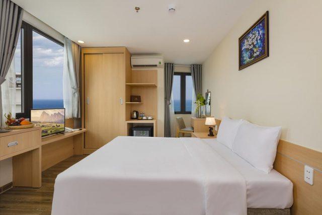 недорогой отель в Нячанге с красивым видом из окна