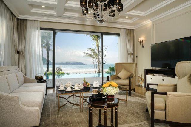 номера с красивым видом на море и пляж в отеле в Нячанге