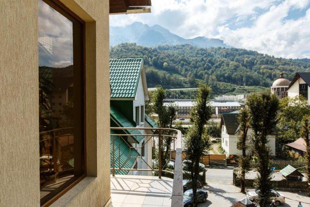 Отель в поселке Эсто-Садок с красивым видом на горы