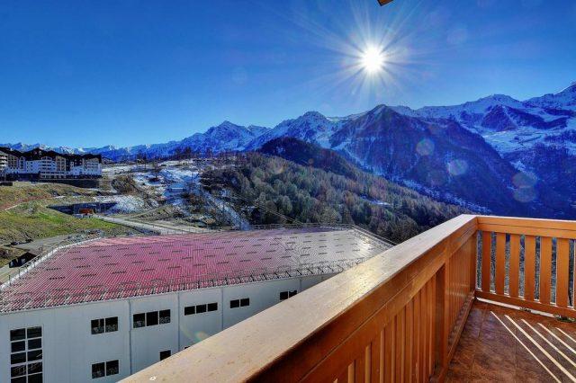 отель с красивым видом на горы в горнолыжном поселке Эстасадок Сочи
