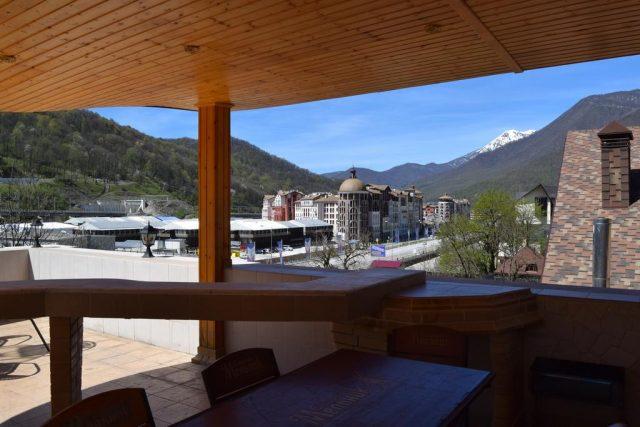 гостевой дом в поселке Эстосадок с красивым видом на горы