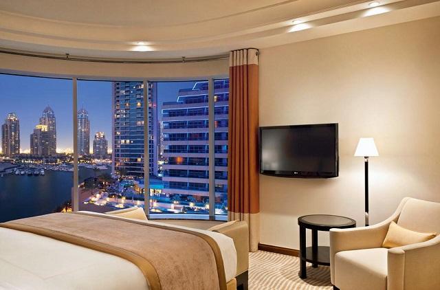отель в Дубае с красивым видом на морское побережье и город