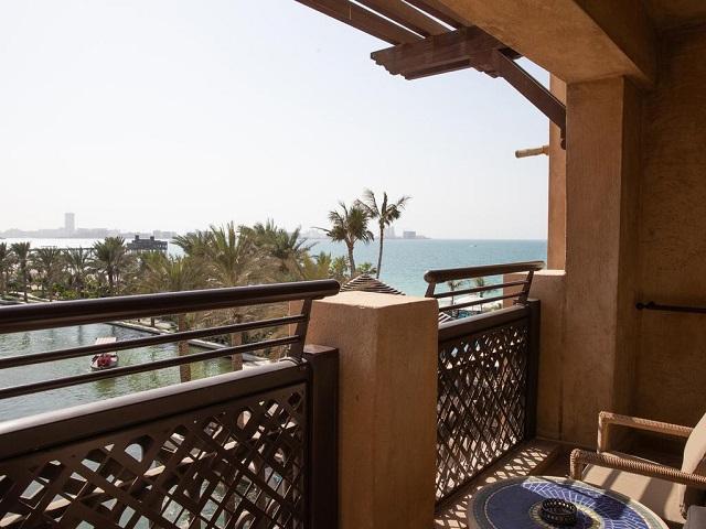 Отель в Дубае с видом на море