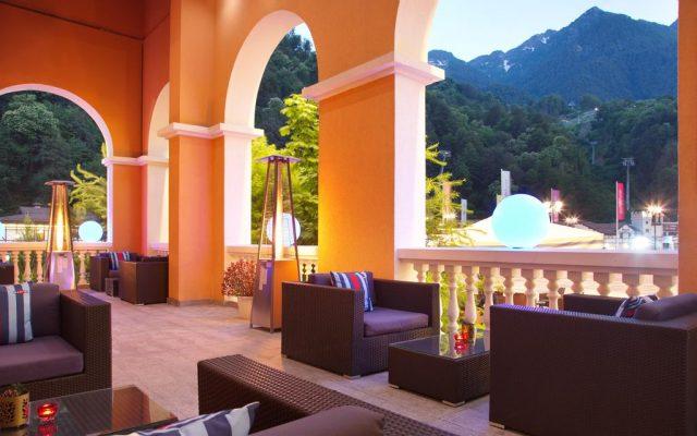 отель в горнолыжном курорте Роза-Хутор с красивым видом на горы