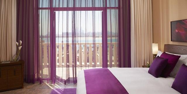 отель в Дубае с видом на морской пейзаж