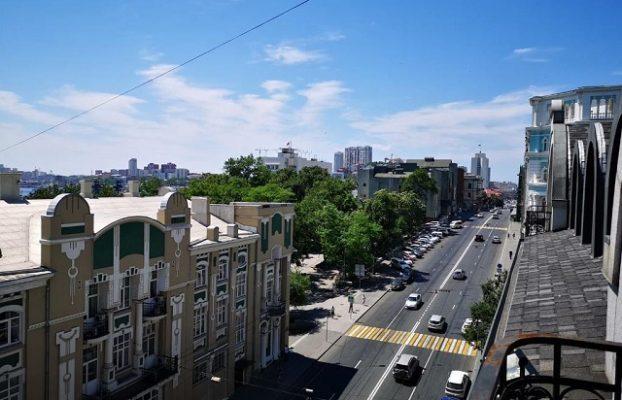 красивый вид на Владивосток из окна отеля