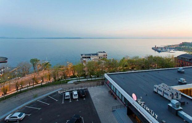 вид из отеля на море во Владивостоке