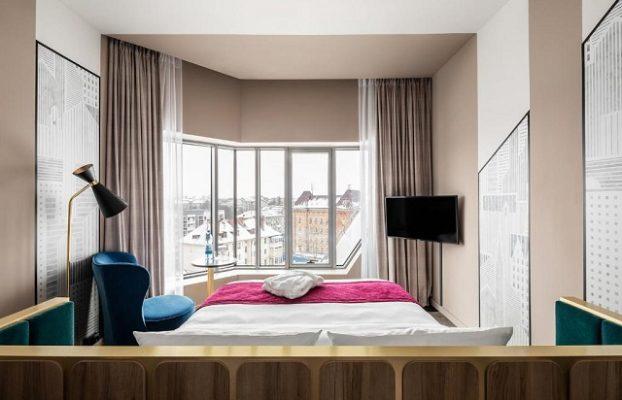 панорамный вид из окна на город Калининград — отель Меркури