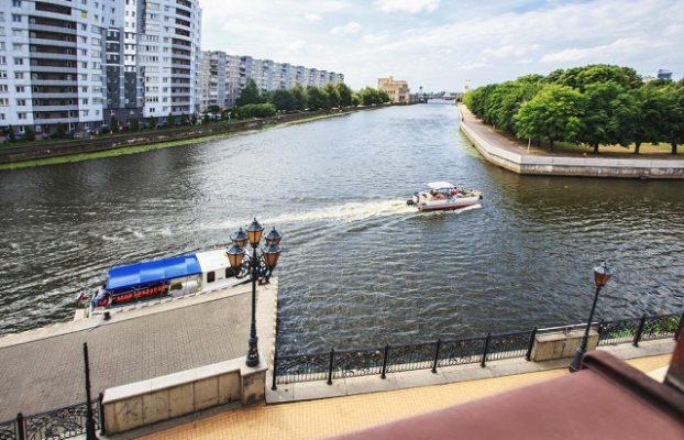 вид из окна отеля У медового моста в центре Калининграда