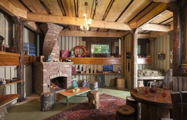 домик с настоящим камином в лесу