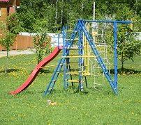 детская площадка в загородном доме в Подмосковье